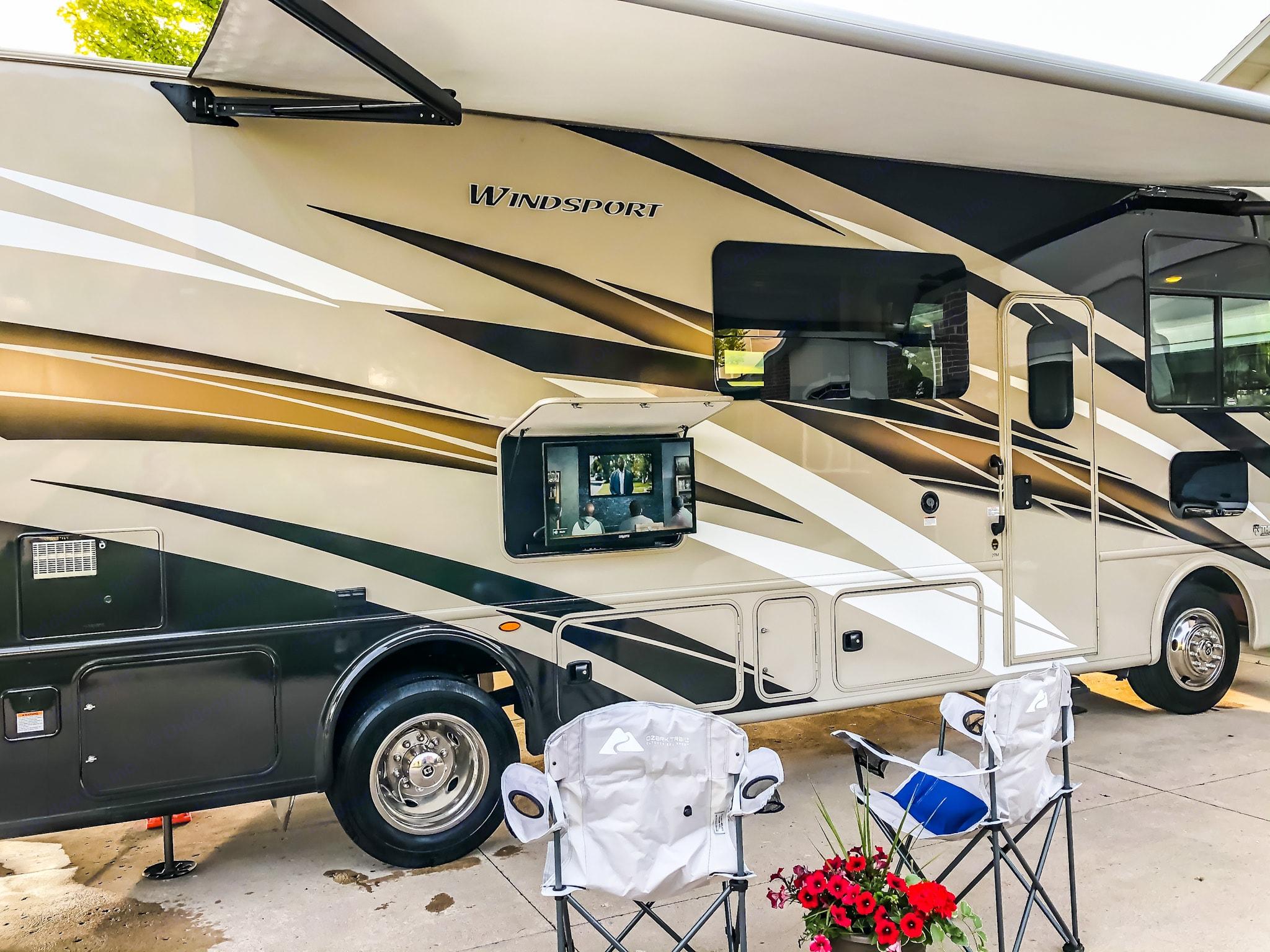 Outdoor TV with Sound Bar. Thor Motor Coach Windsport 29M 2020