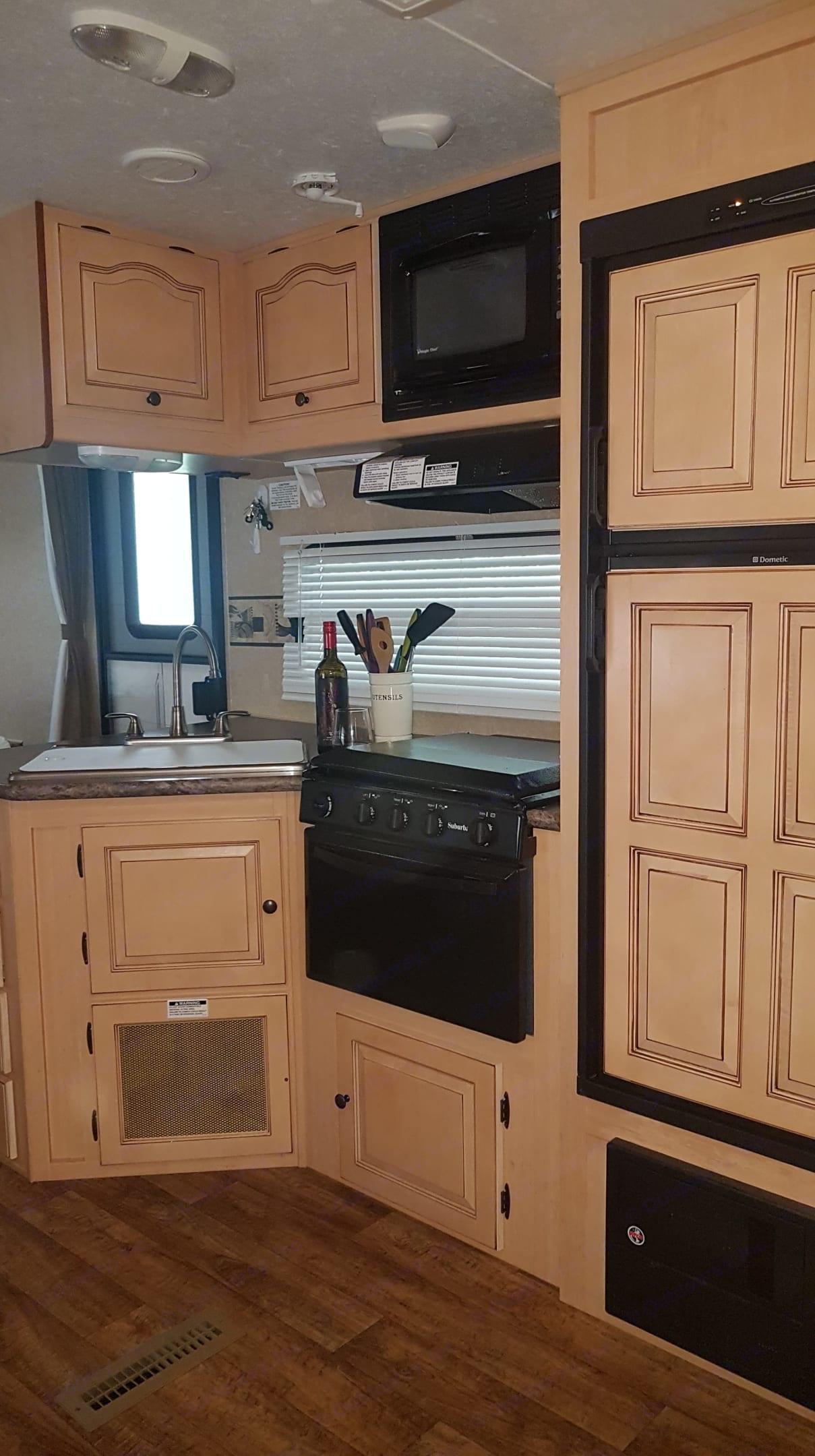 Full stocked kitchen.. Forest River Rockwood 2011