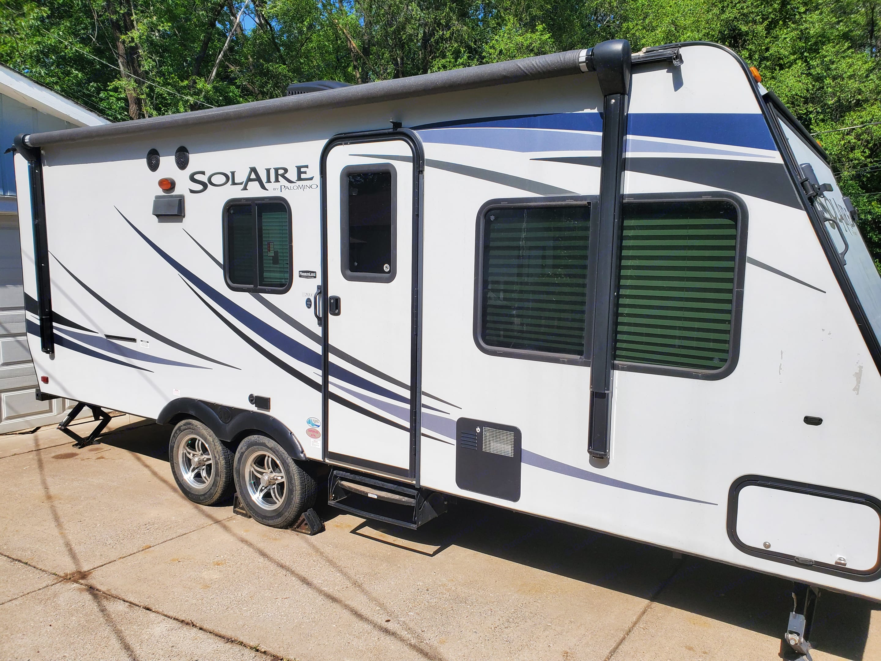 Palomino Solaire Expandable 2015