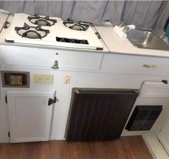 Cozy cooking corner (Fridge, stove, sink, & plates & utensils included). Jayco 1007 1996