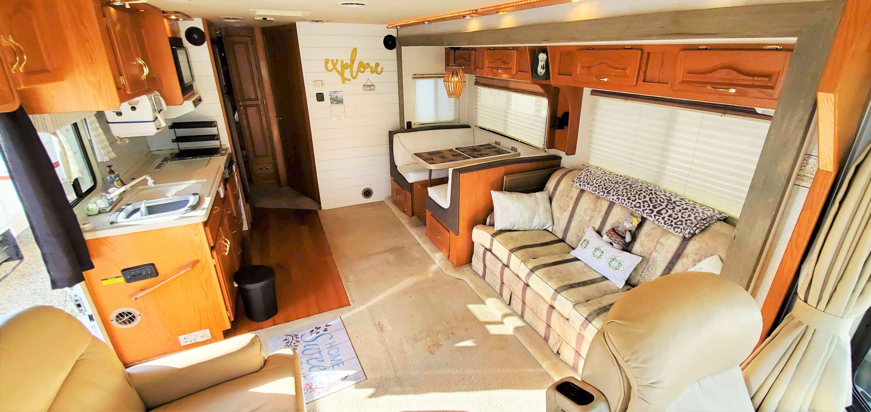 Cabin Aft 1. Georgie Boy 3301 2000