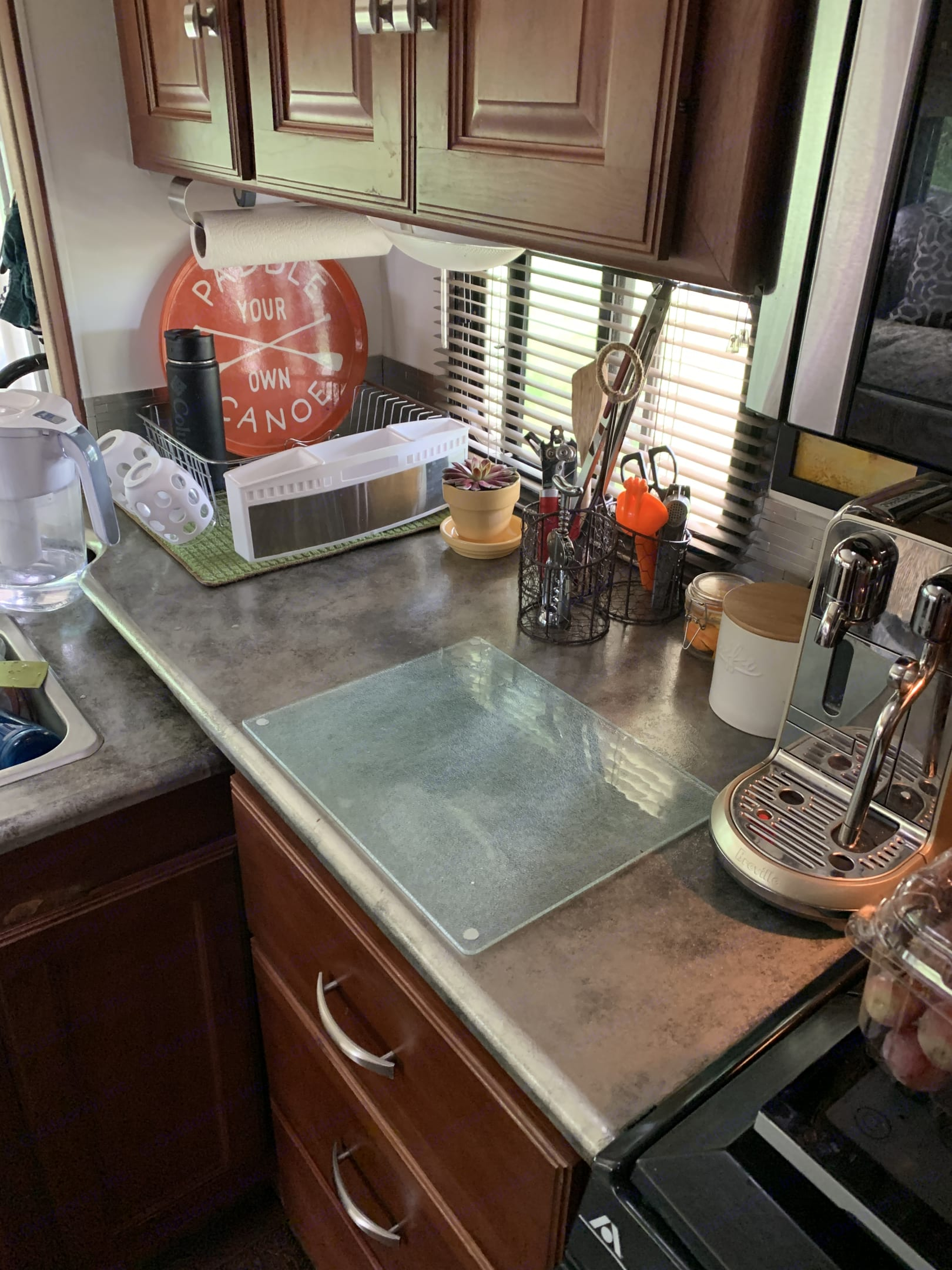 Kitchen is a delight to cook in.. Itasca Sunstar 2013