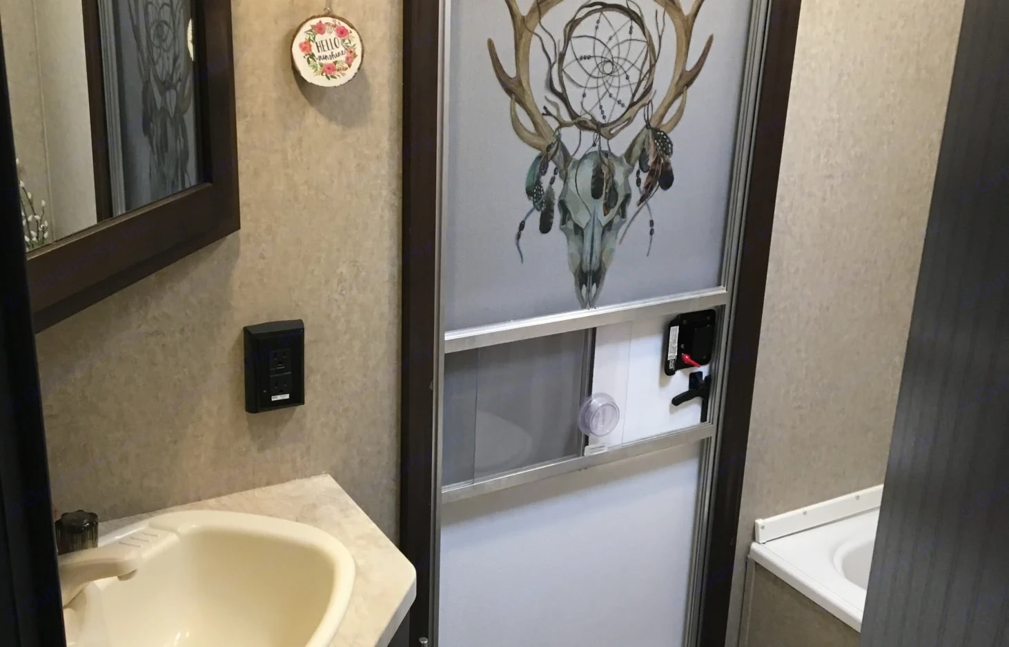 Bathroom. Forest River Cherokee Grey Wolf 2016