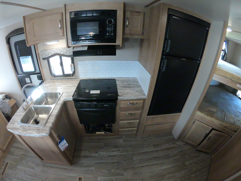 Kitchen. Winnebago Micro Minnie 2455BH 2020