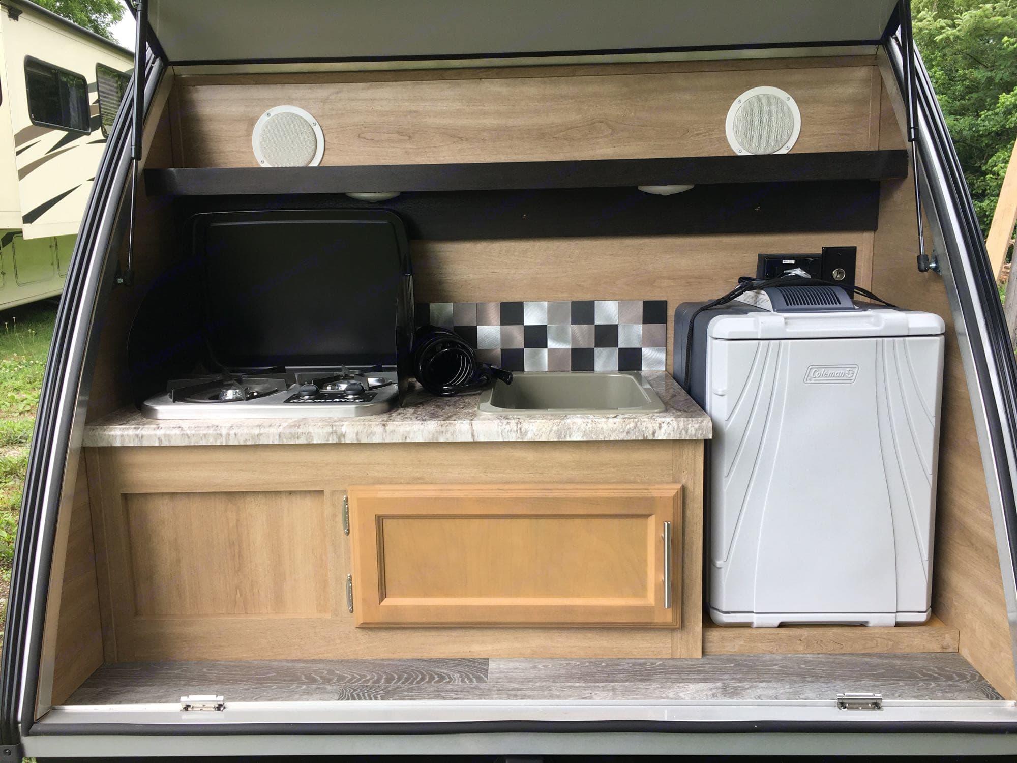 Cook top, sink, and refrigerator. Braxton Creek Bushwhacker 2020