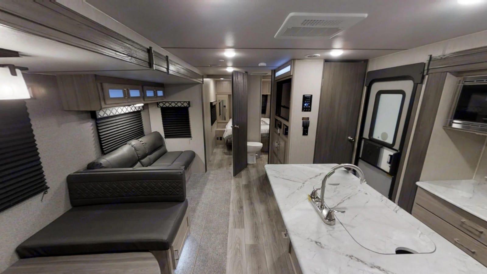 Bright, open and spacious!. Coachmen Freedom Express 2020