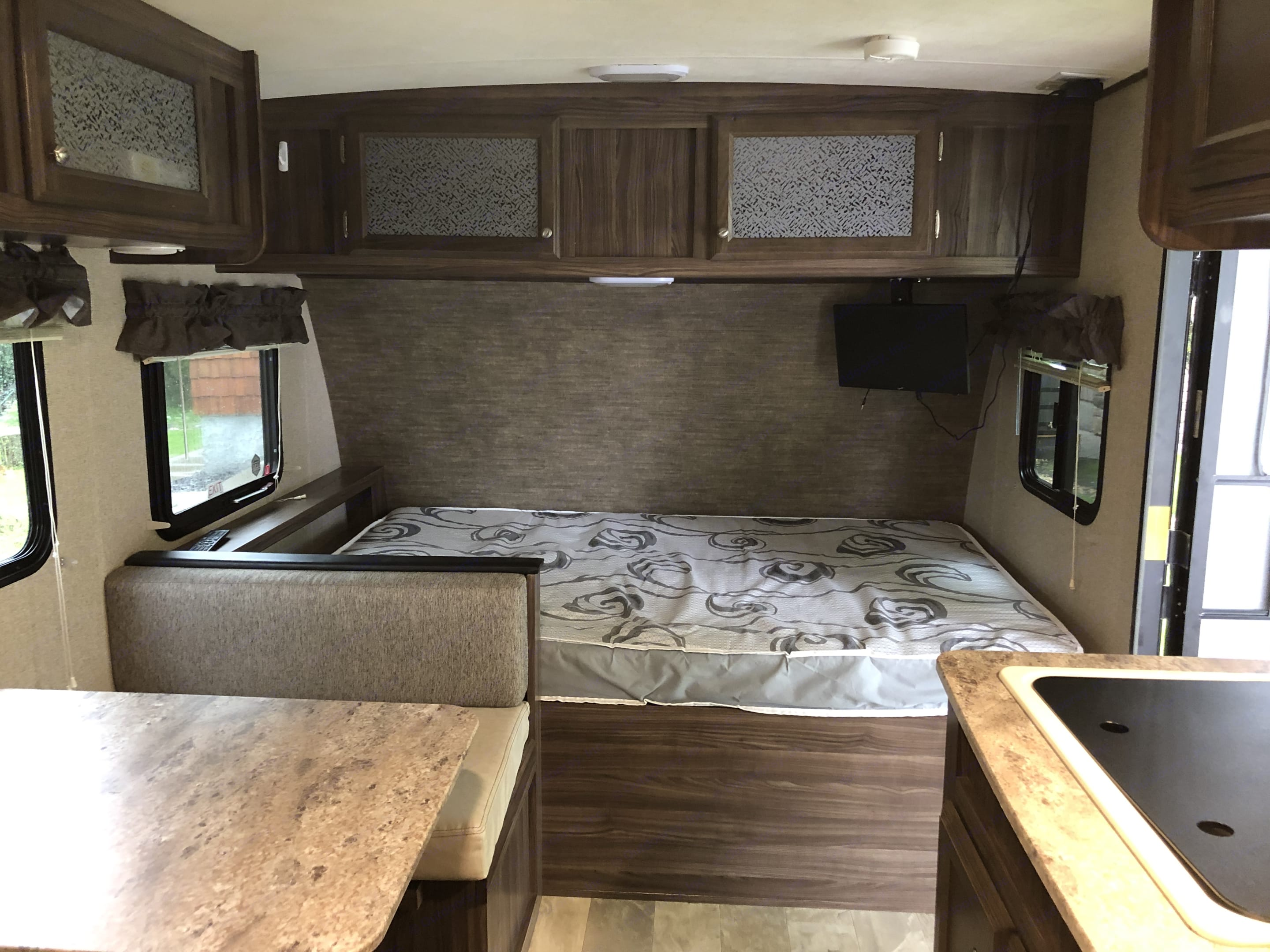 Double bed with TV/DVD. Coachmen Apex 2018
