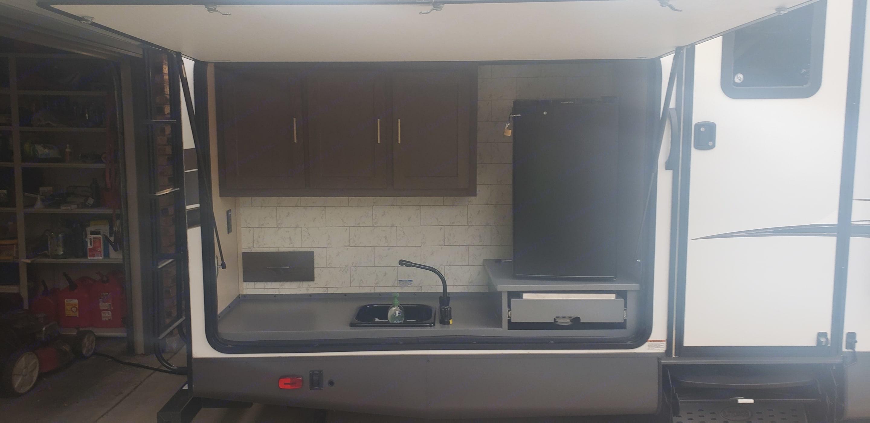 Outdoor kitchen. Forest River Salem Hemisphere 2018