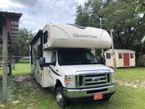 Thor Motor Coach Quantum 2017