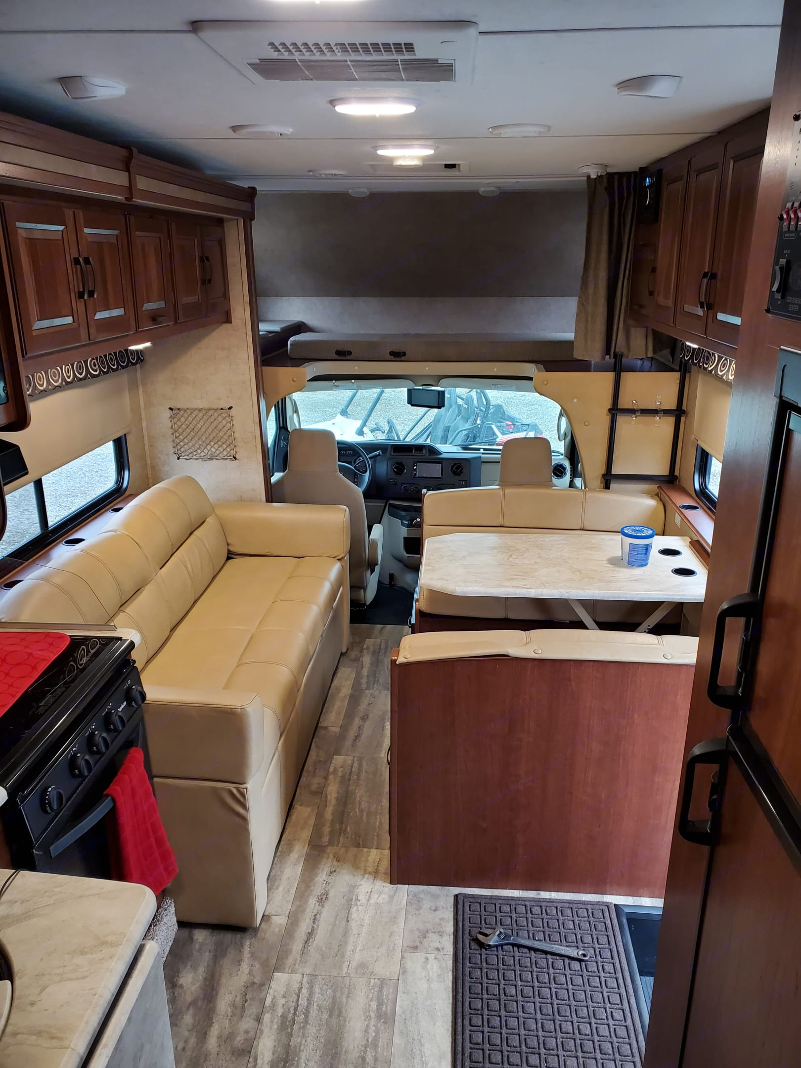 Living room with Slide IN. Forest River Sunseeker 2016