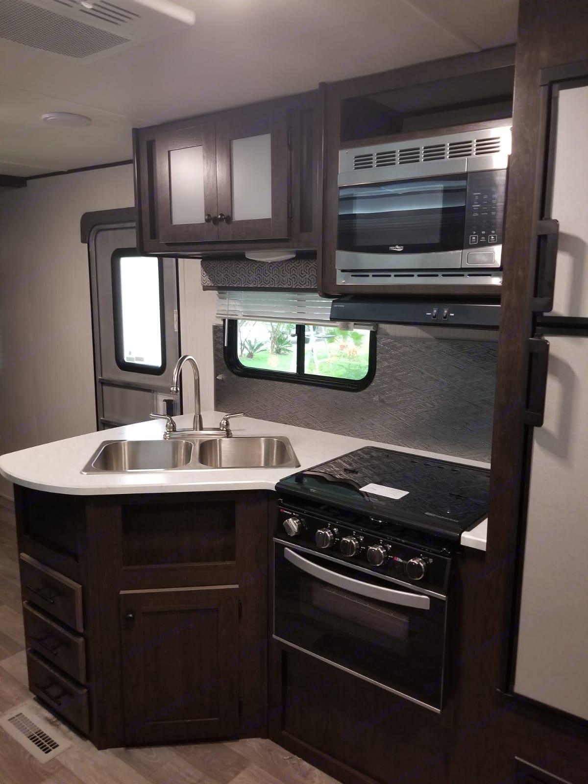 Kitchen area. Heartland Pioneer 2020