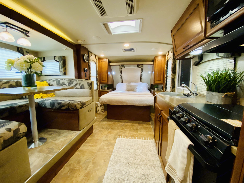Full interior. Lance 1985 2015