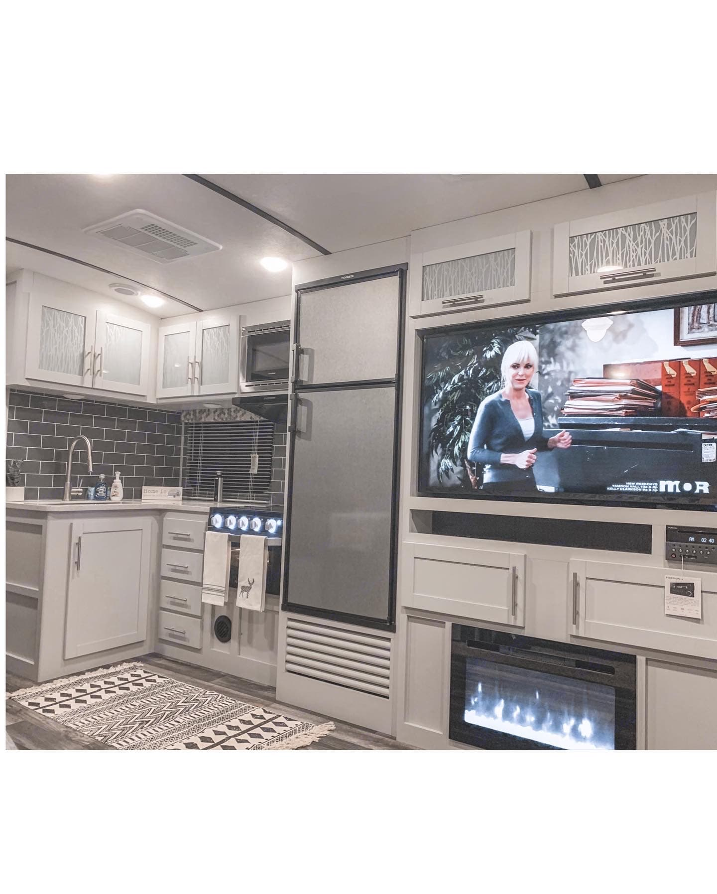 ENTERTAINMENT AND KITCHEN - all essentials included!. Keystone Premier Ultra Lite 50 Amp 2020