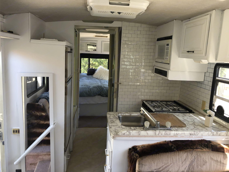 Kitchen-Fridge,Freezer,Microwave,Oven,Stove, Sink. Chevrolet Flair 1994