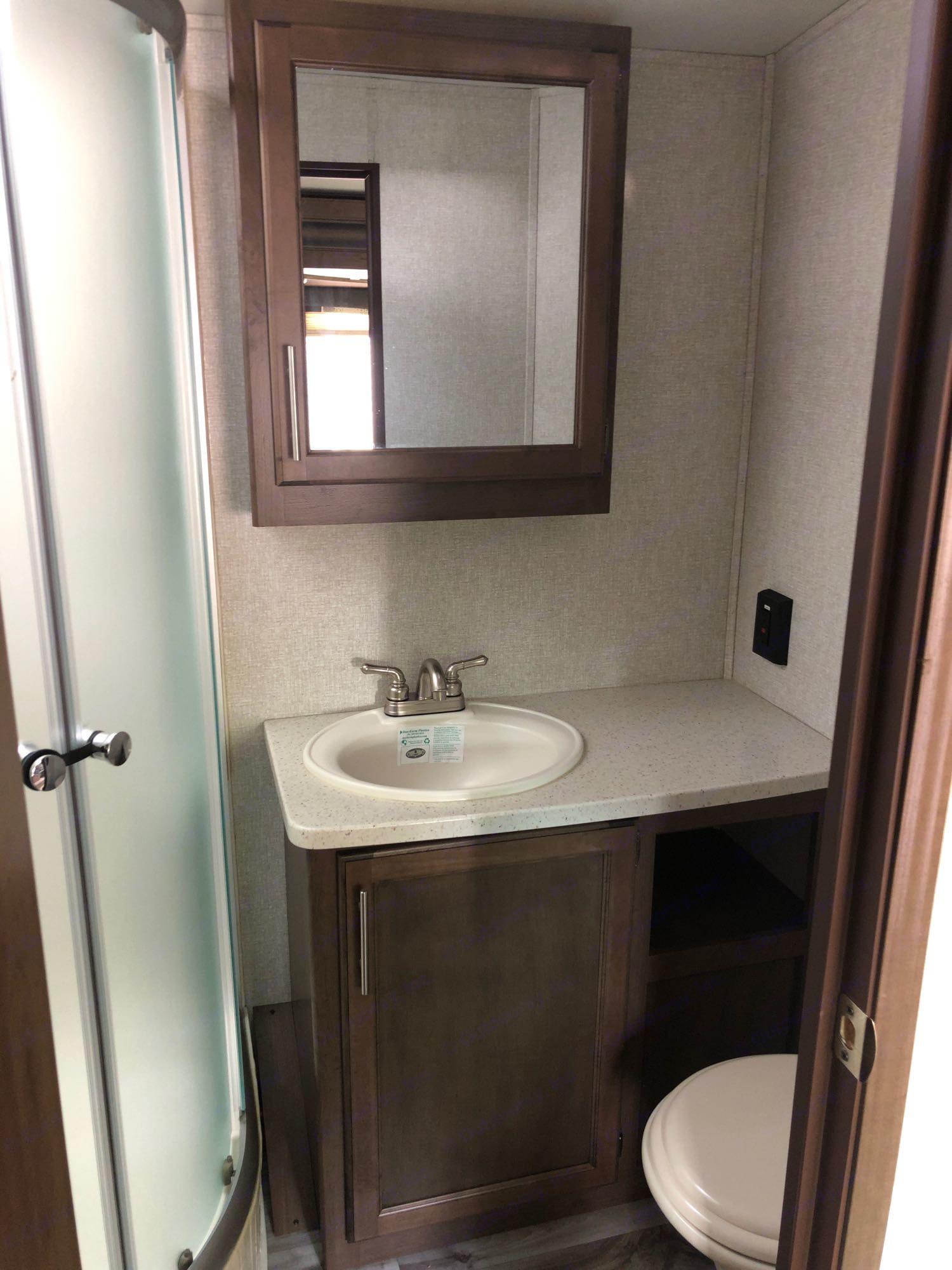 large bathroom. Keystone Cougar Half-Ton 2019