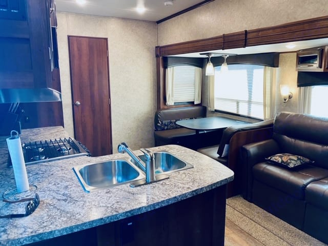 Large kitchen, dinette and couch create a great entertaining spaces for family and friends.. Jayco Eagle HT 2017