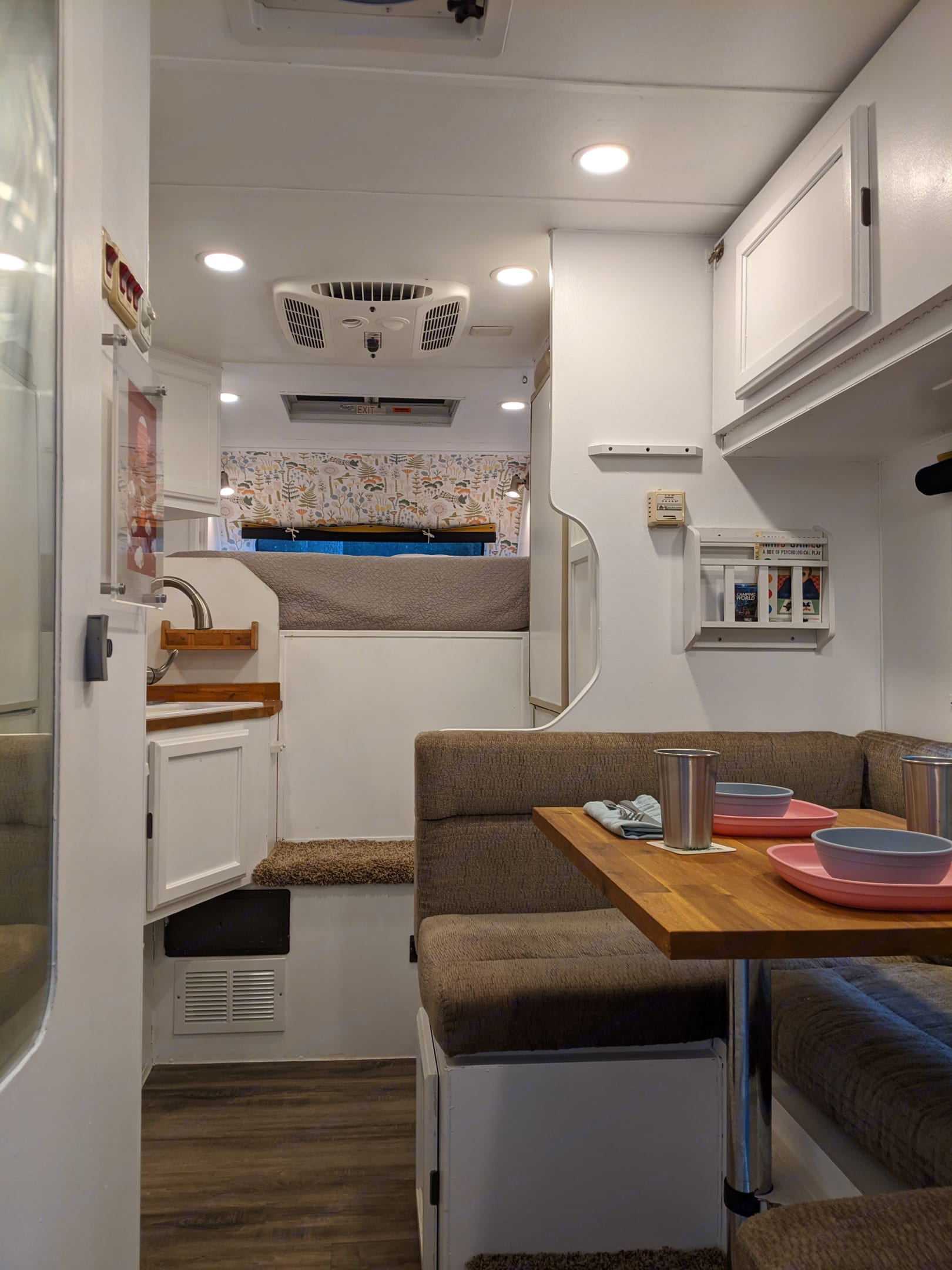 This nordic camper makes camping cozy, comfortable, and special. It is fully stocked with everything you need.. Lance 915 2006