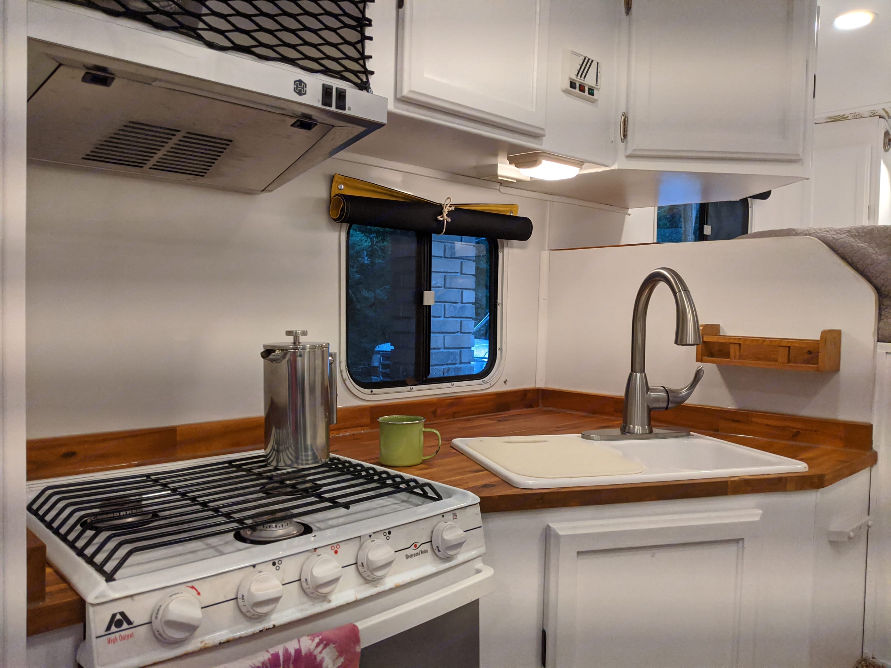 Updated kitchen with gas stove, oven, utensils, and cookware. Lance 915 2006