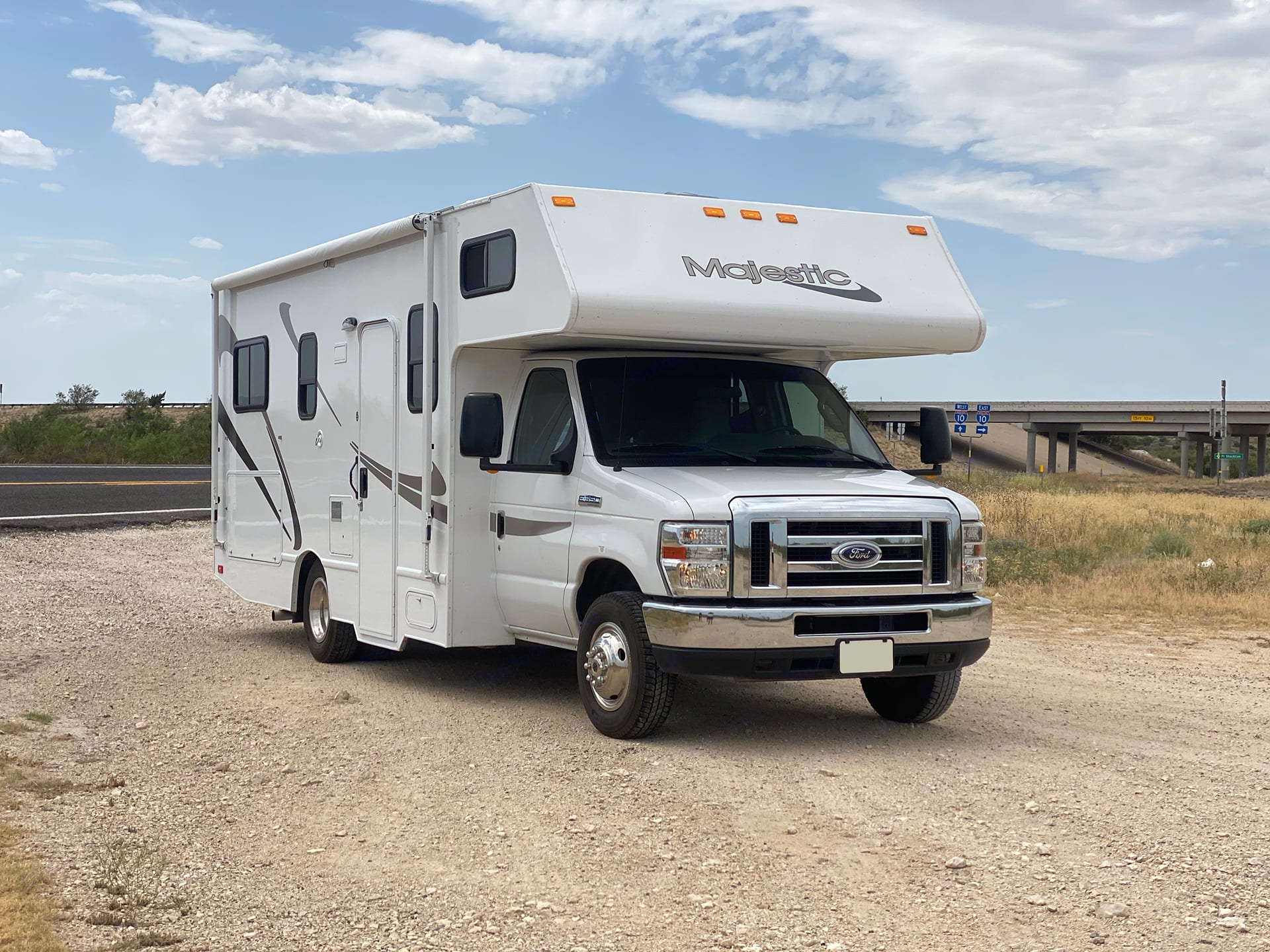 Exterior - Passenger Side. Thor Motor Coach Four Winds Majestic 2015