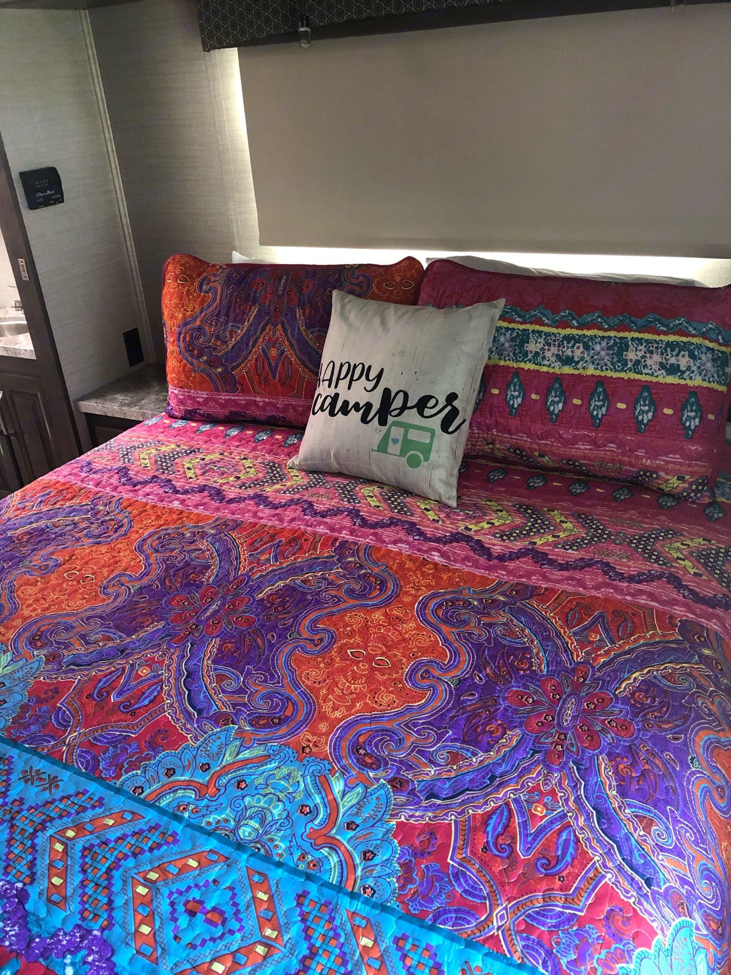 queen size bed. Jayco Greyhawk 2019