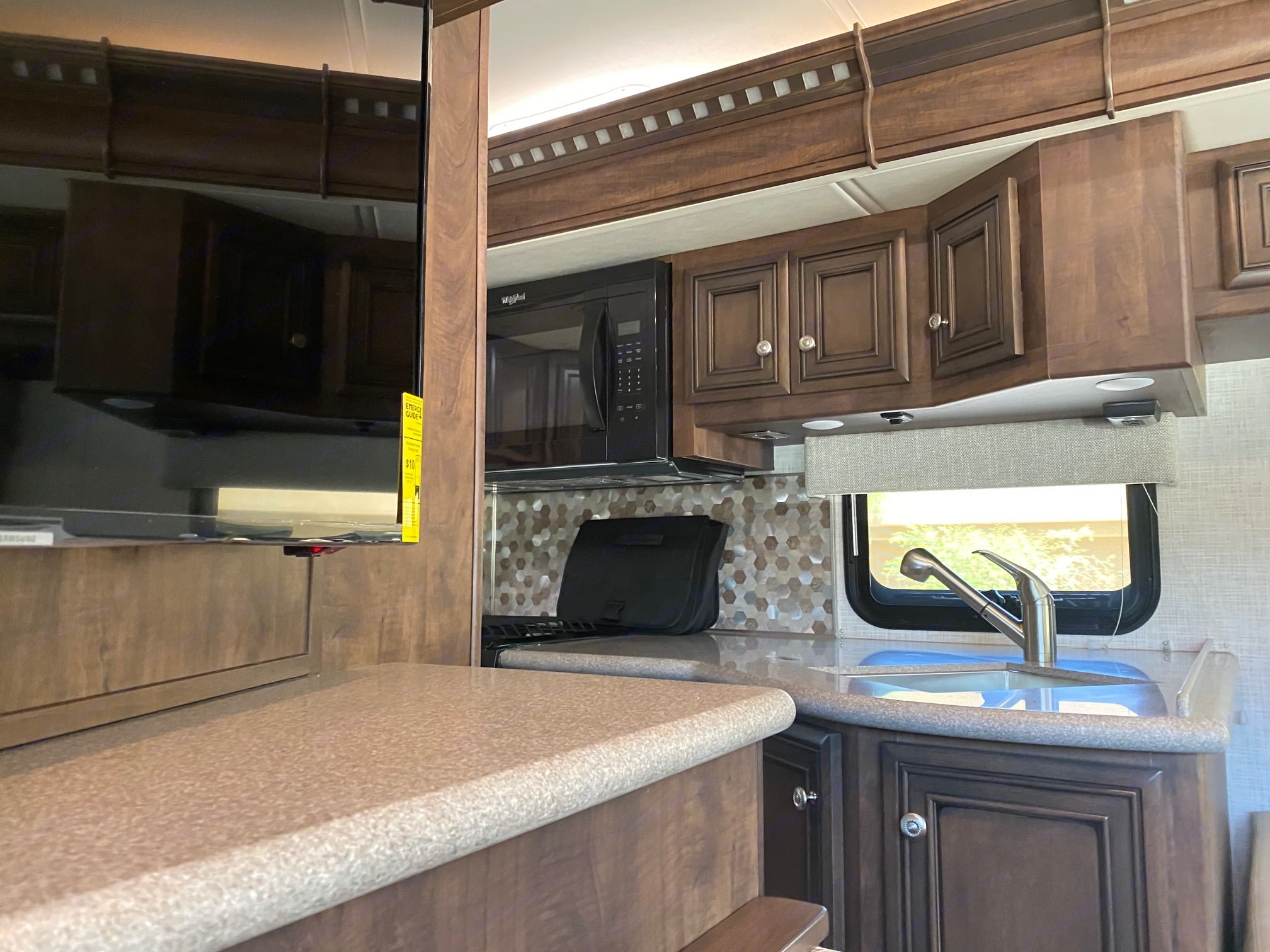 Solid surface countertops. Newmar Bay Star Sport 3014 2021