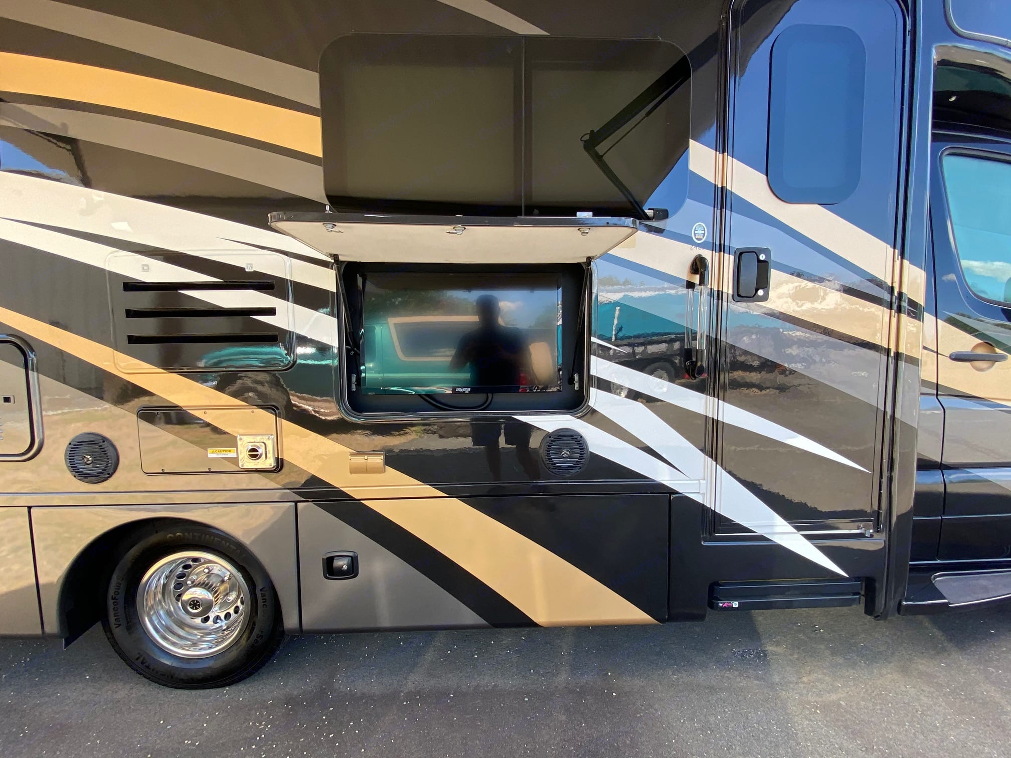 Outside TV and Sound System. ThorMotorCoach Siesta 2018