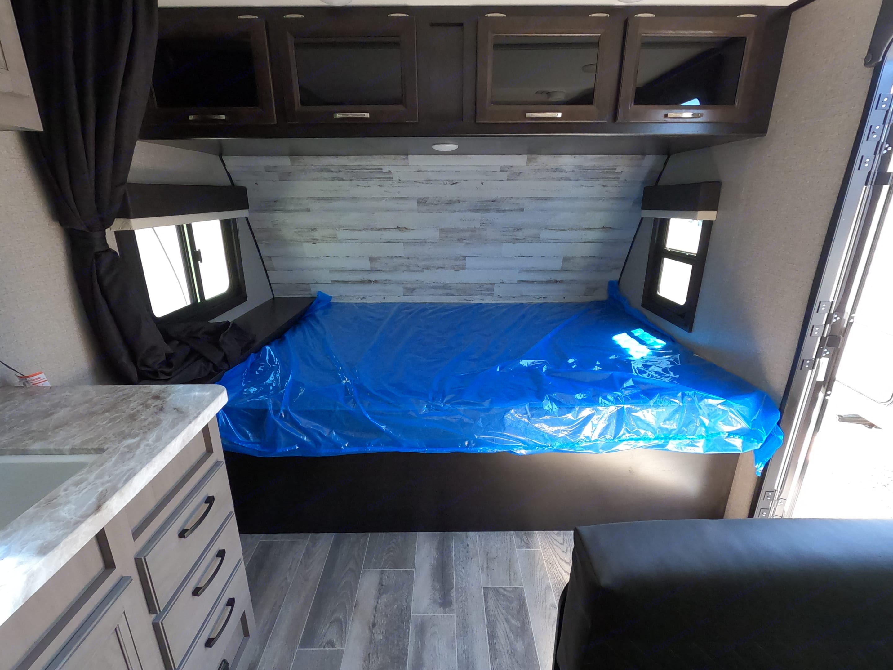 Queen Bed. Jayco Jay Feather 20BH 2021