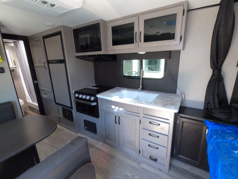 Kitchen. Jayco Jay Feather 20BH 2021
