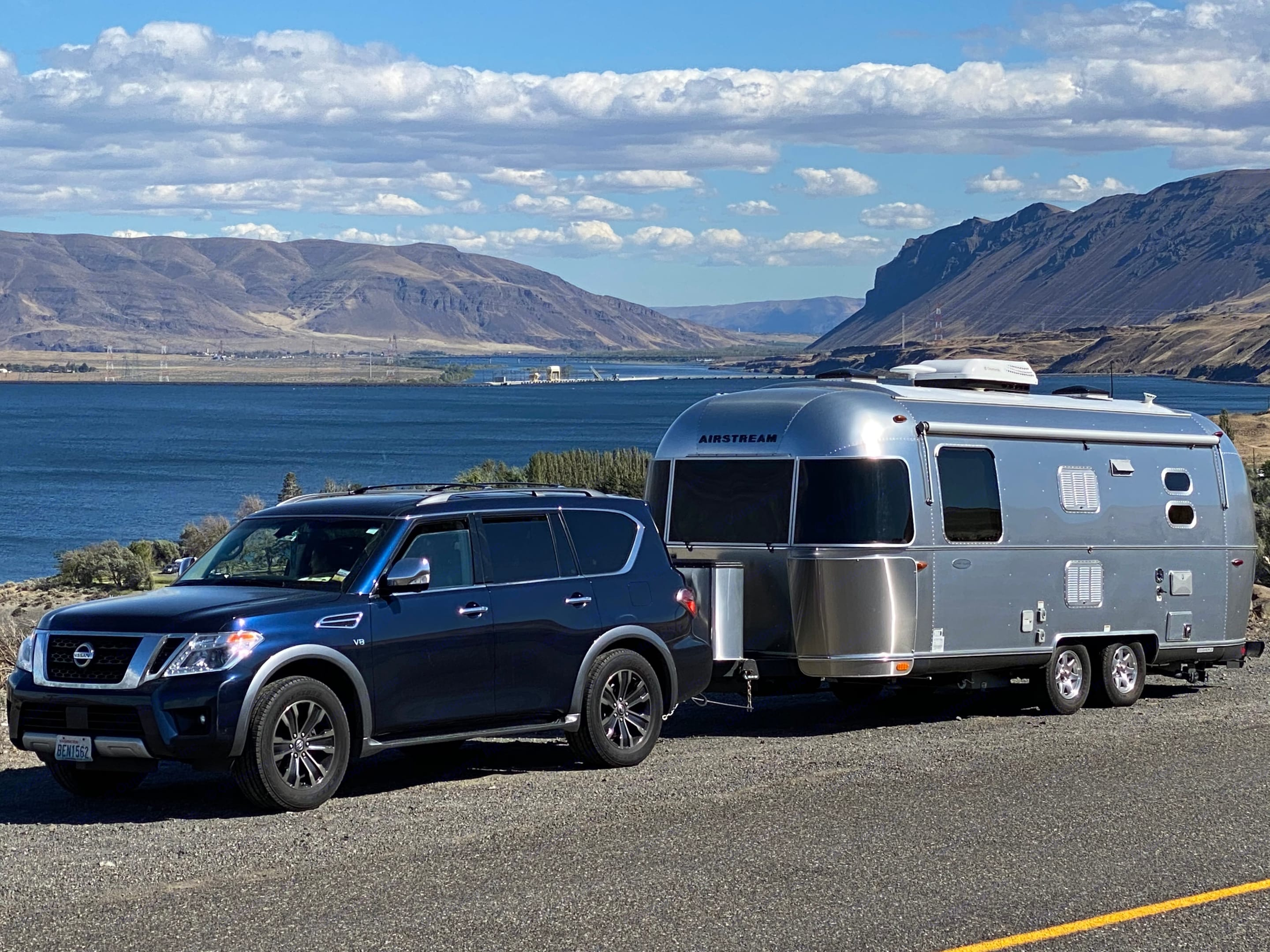 With our SUV @Gorge Washington. Airstream Flying Cloud 2016
