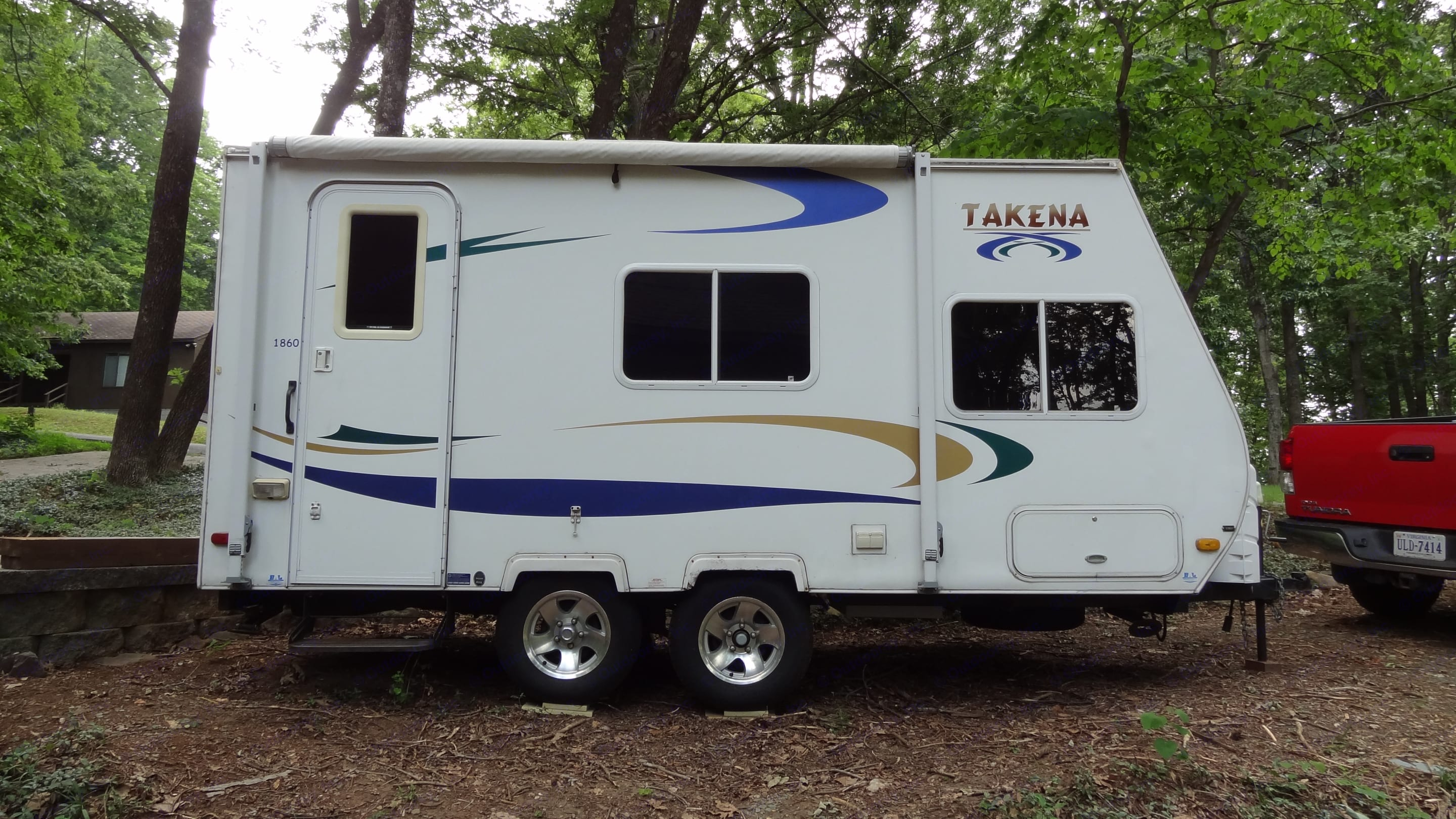 The Takena 1860 weighs just 2700 lbs dry, so it's tow-able by most pickups and SUV's. Four brand new GT Radial tires, too.. Chalet Rv Takena 1860 2008
