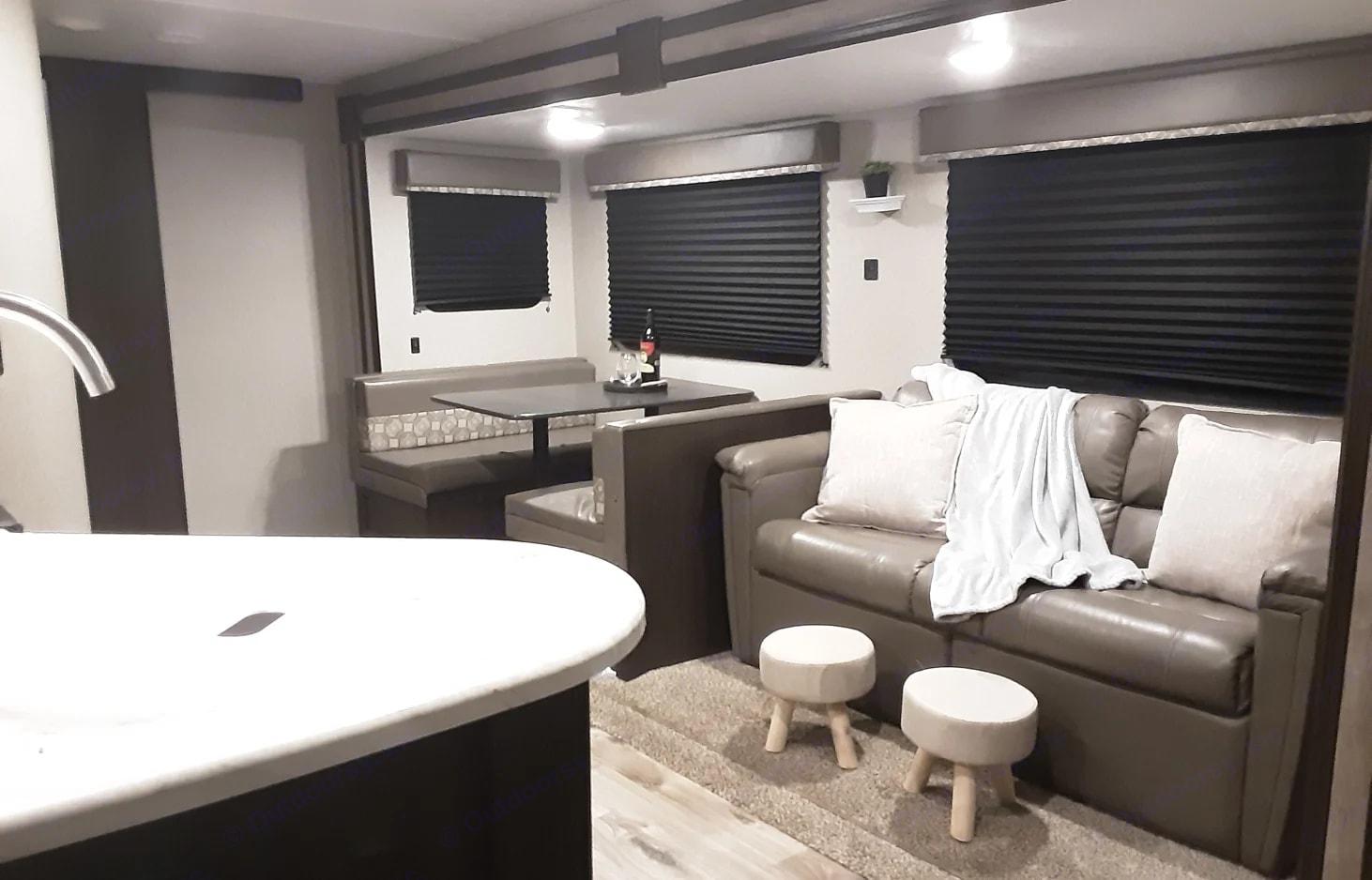 Living area. Keystone Springdale 2020