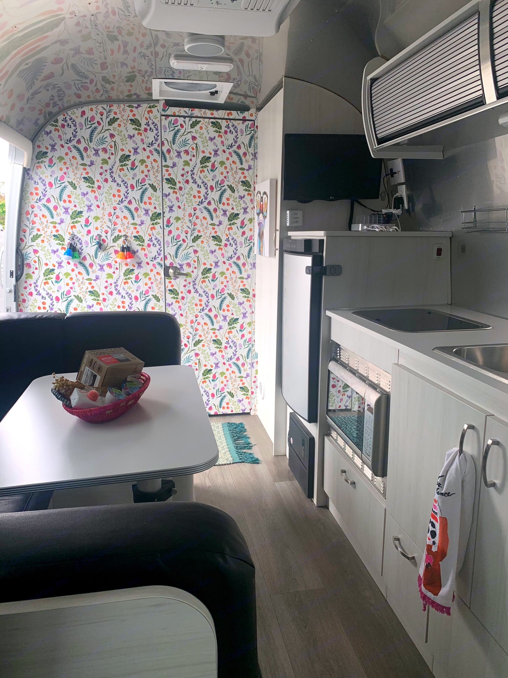 Welcome to ~The Stream~ :) We hope that from the moment you walk in, you feel more connected to nature 🐸🌿💚. Airstream Sport 2019