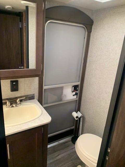 Bathroom. Forest River Cherokee Grey Wolf 2018