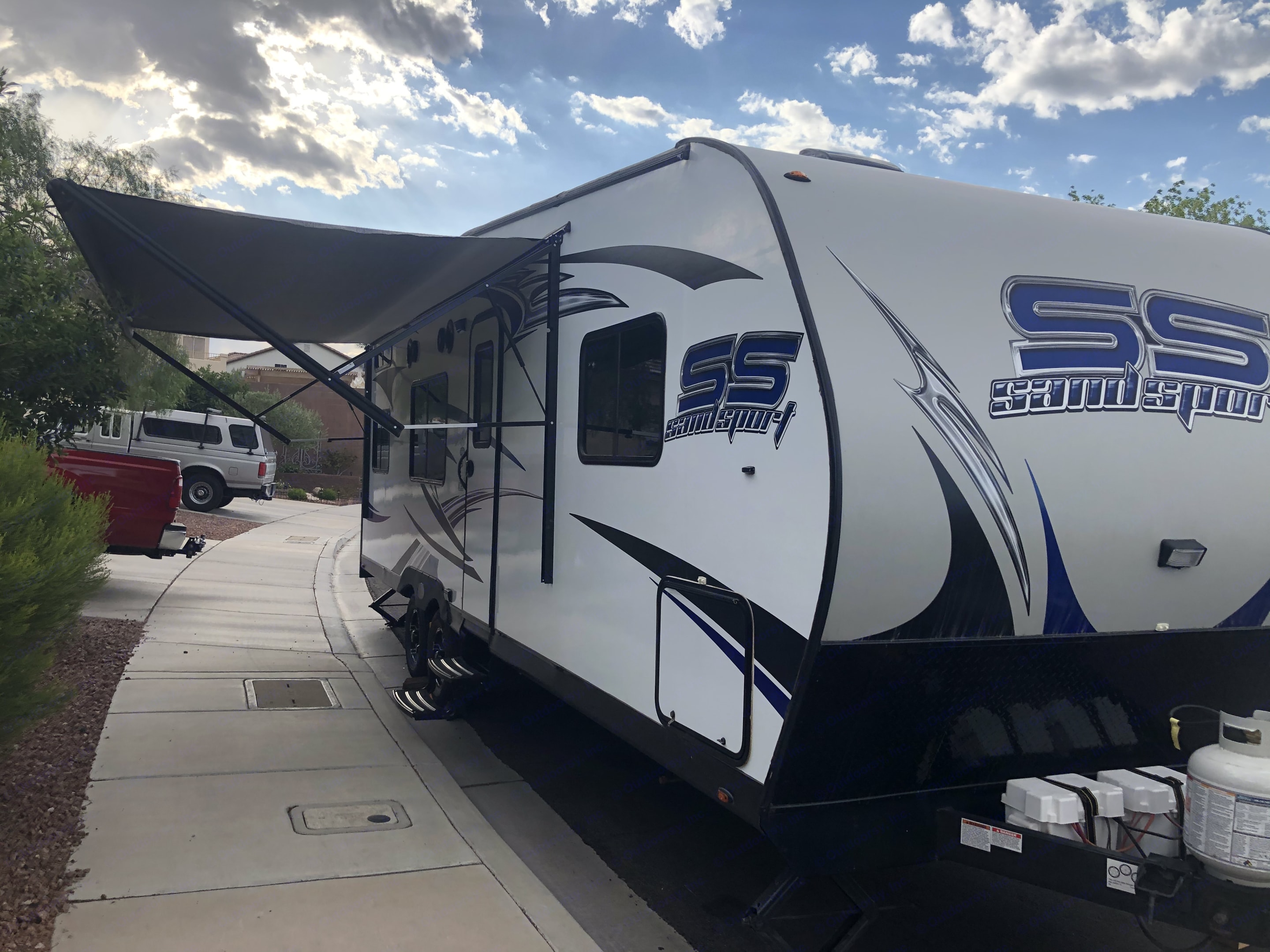 Automatic awning. Pacific Coachworks Sandsport 2018