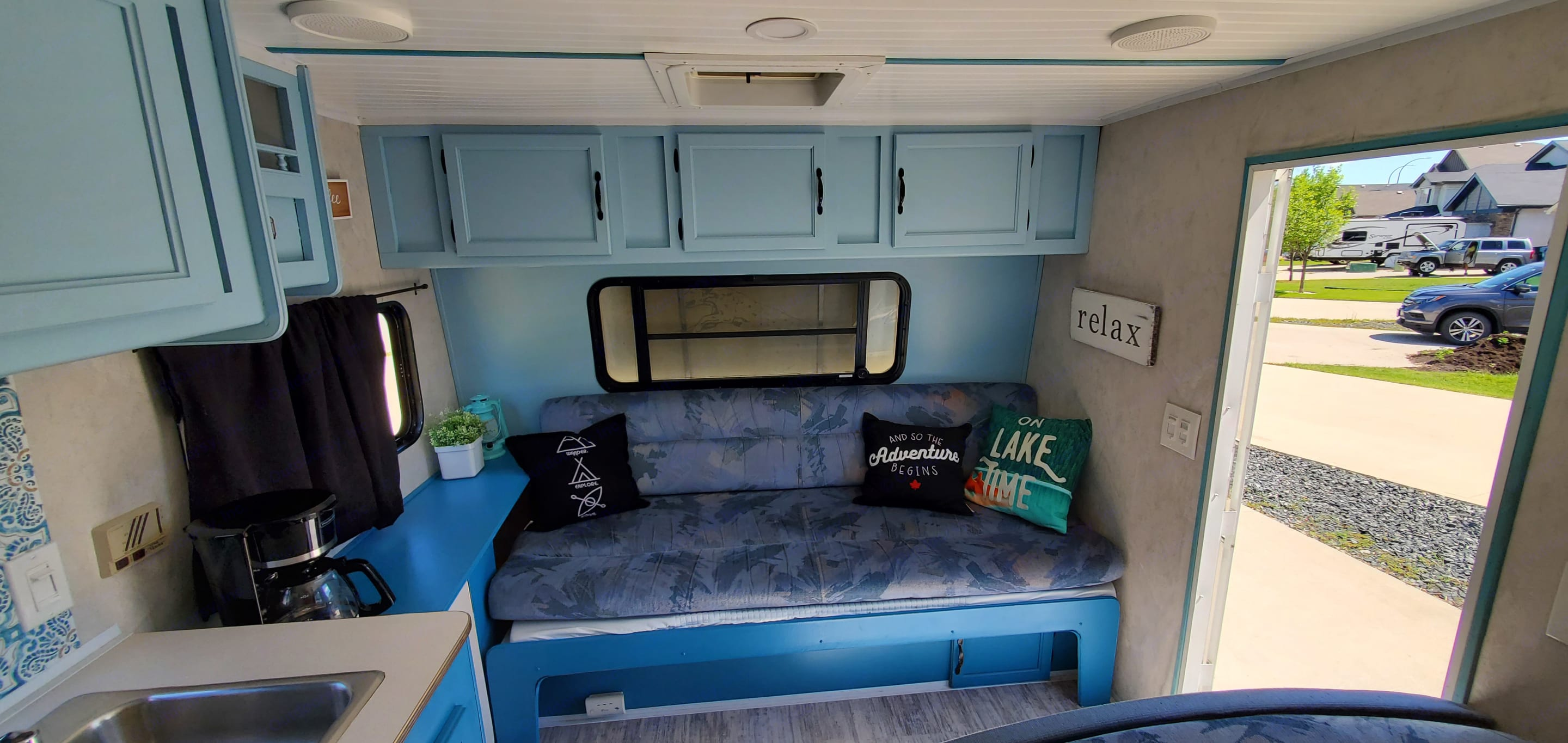 """Jackknife couch folds down to another bed. Has a 4"""" foam mattress underneath for added comfort.. Coachmen Catalina 1995"""