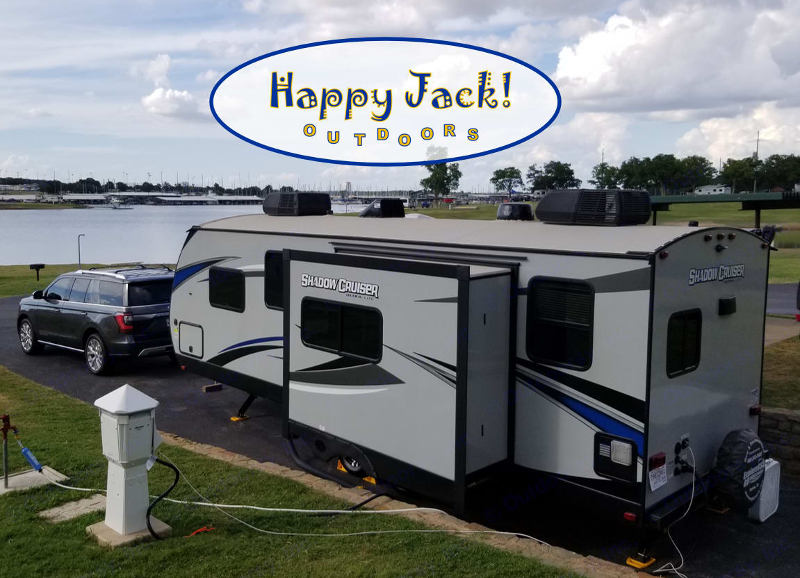 Need some relief from the Summer heat and a nice view of the lake? Happy Jack has TWO Air Conditioners to keep you cool while you kick back.. Cruiser Rv Corp Shadow Cruiser 2020
