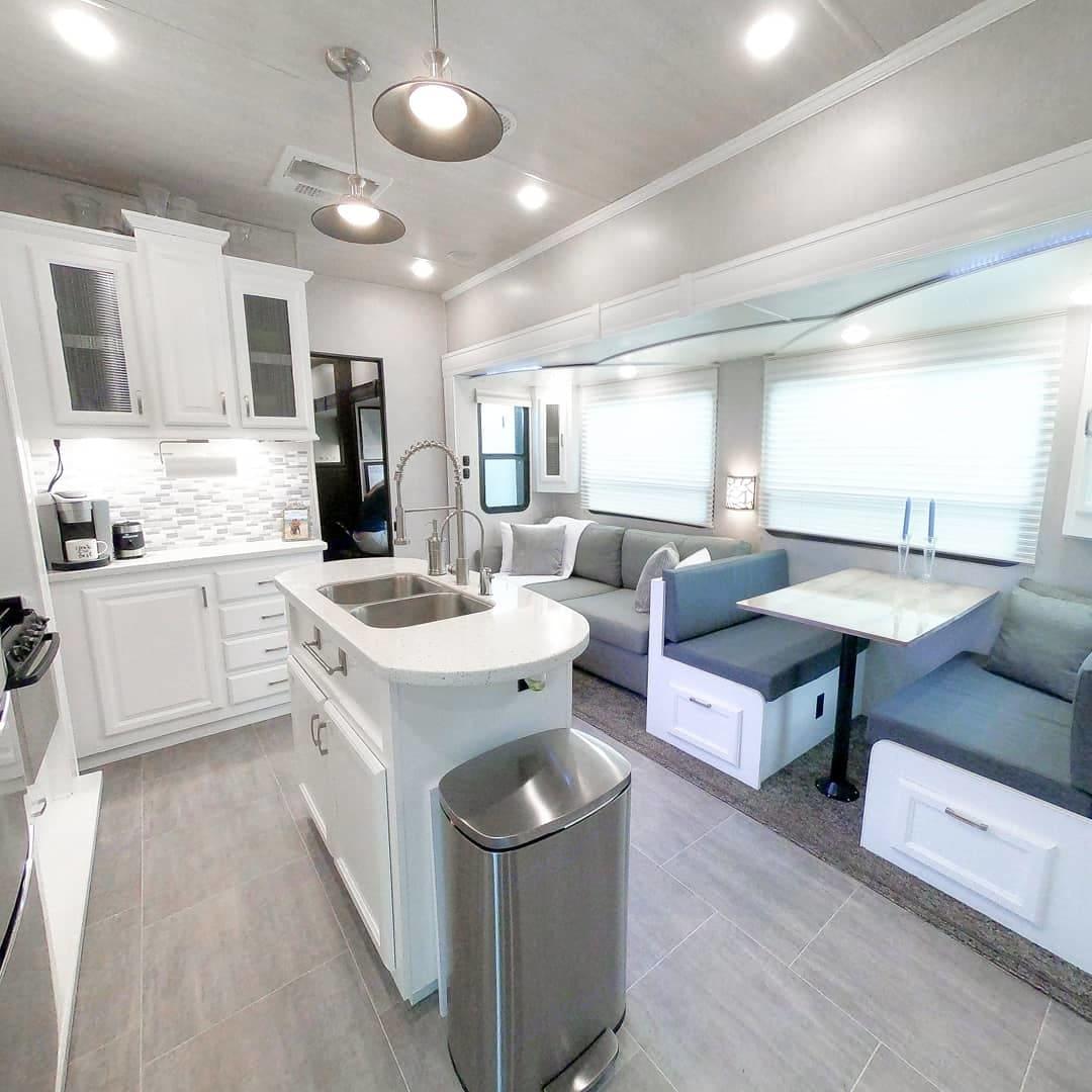 kitchen/living area. Heartland Sundance 2018