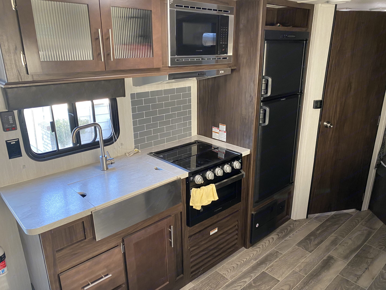 Kitchen. ForestRiver CherokeeGreyWolf 2019