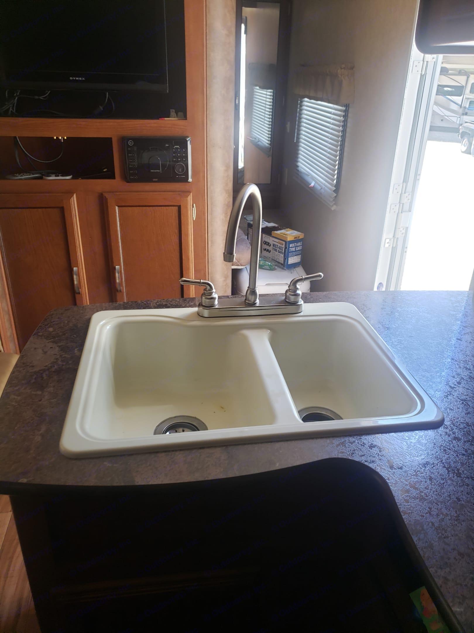 Kitchen sink. Forest River Salem Cruise Lite 2015