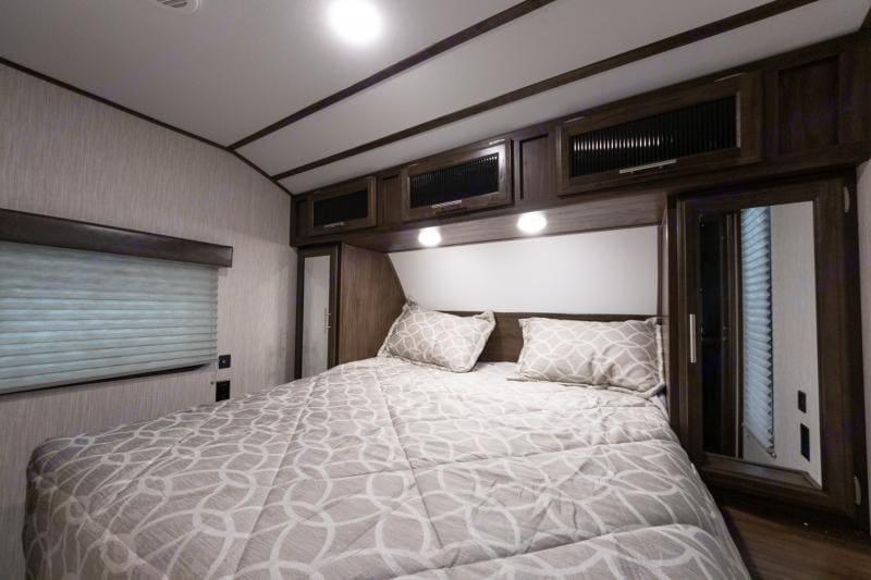 queen bedroom. Forest River Cherokee 2020