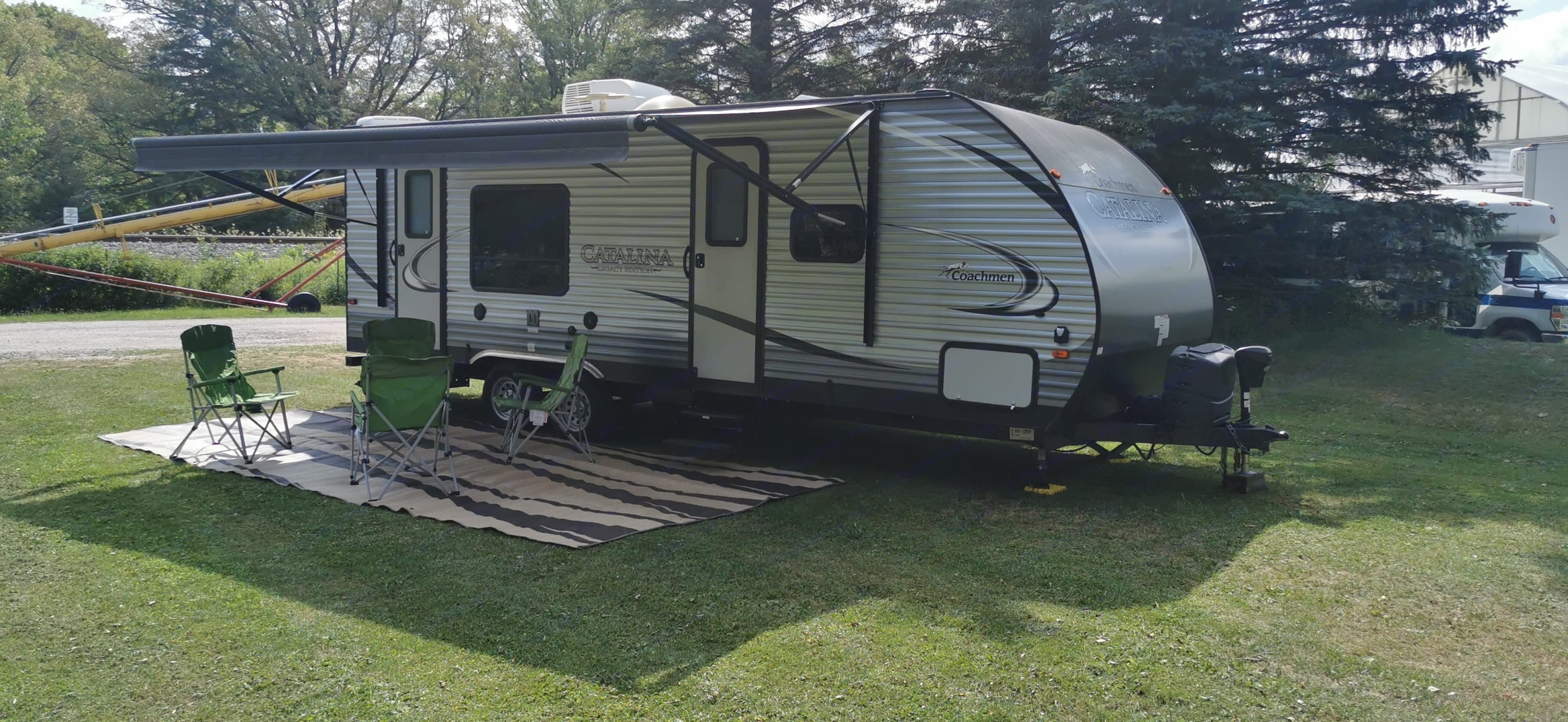 All Jack stands, wheel chocks,  and Blocks included.  Also comes with 2 Tank of propane at no charge.. Coachmen Catalina 2016