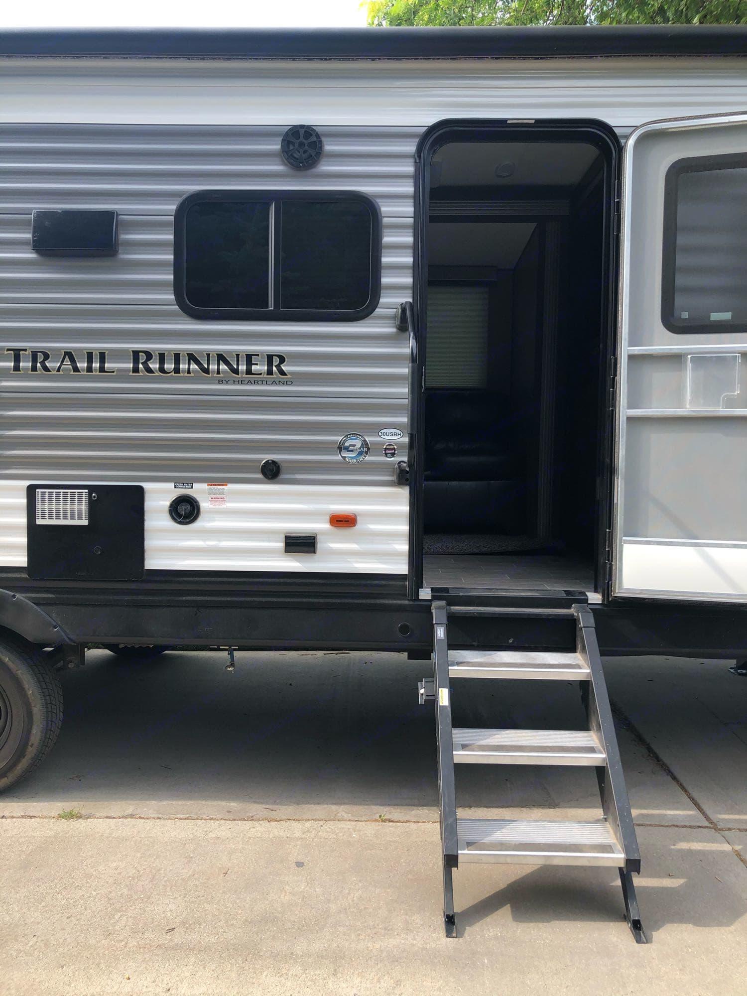 sturdy steps in entry. Heartland Trail Runner 2020