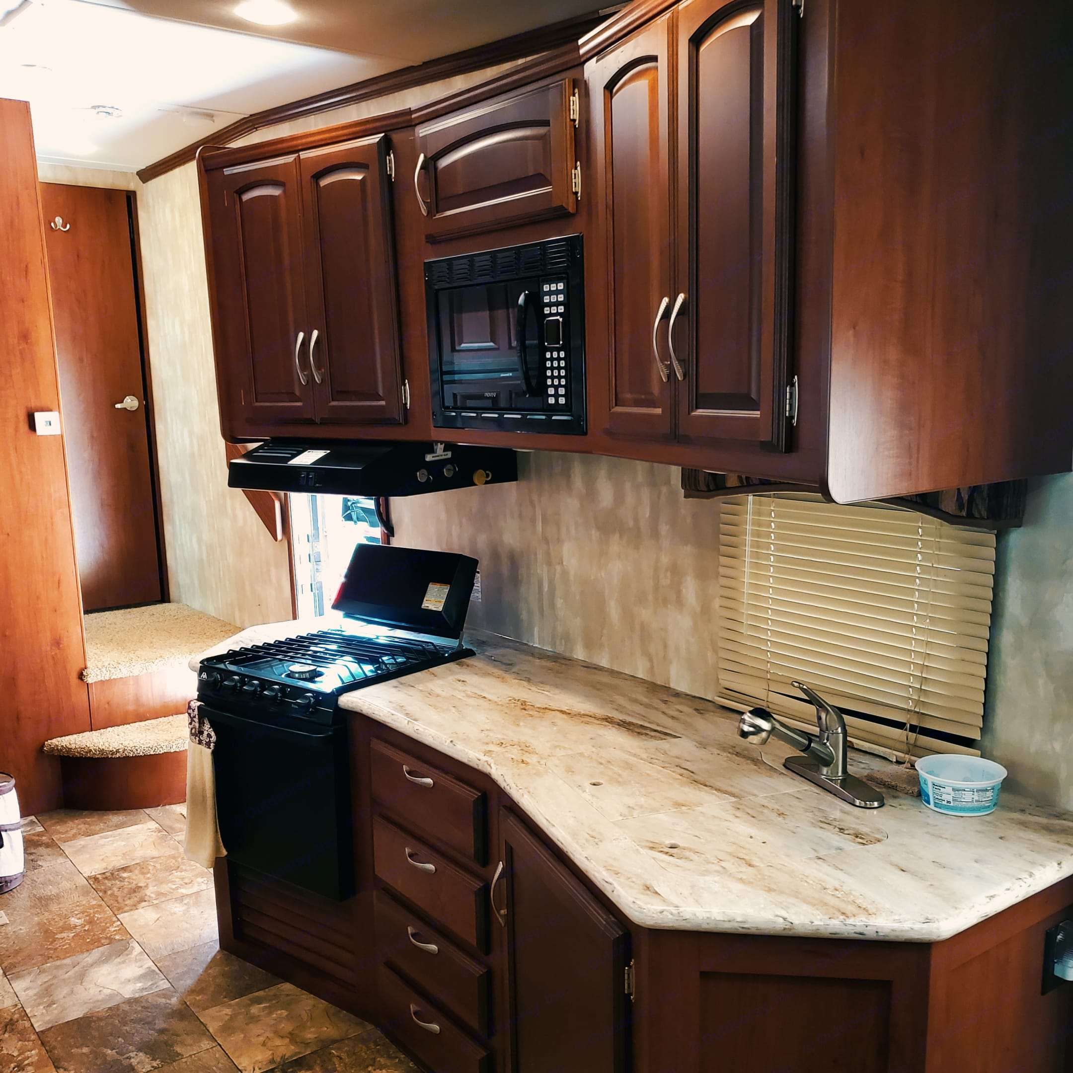 Kitchen. Winnebago Lite Five 2014