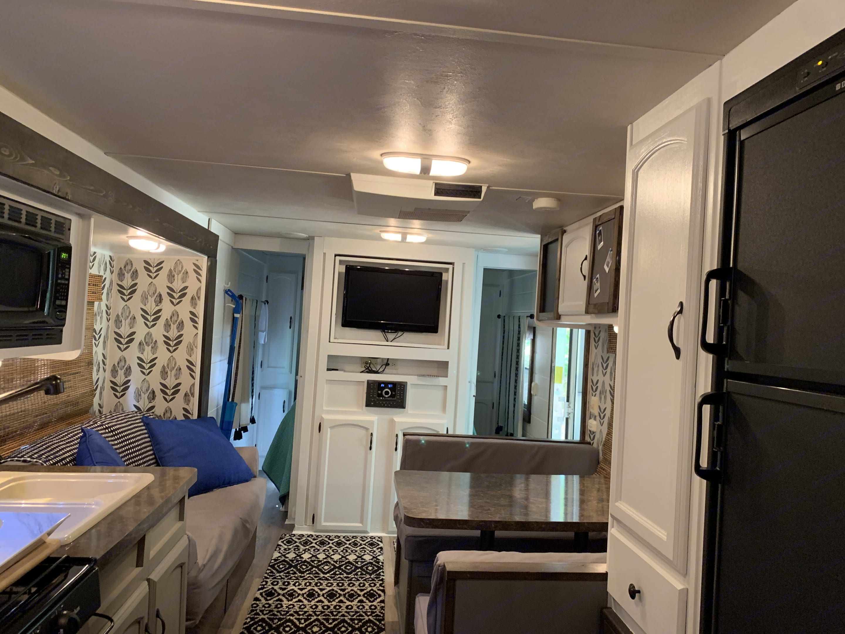 Freezer/Fridge ... TV swivels for bedroom or main area. DVD/CD/Bluetooth/Radio that plays on indoor speakers, outdoor speakers, or both.. Forest River Salem Cruise Lite 2012