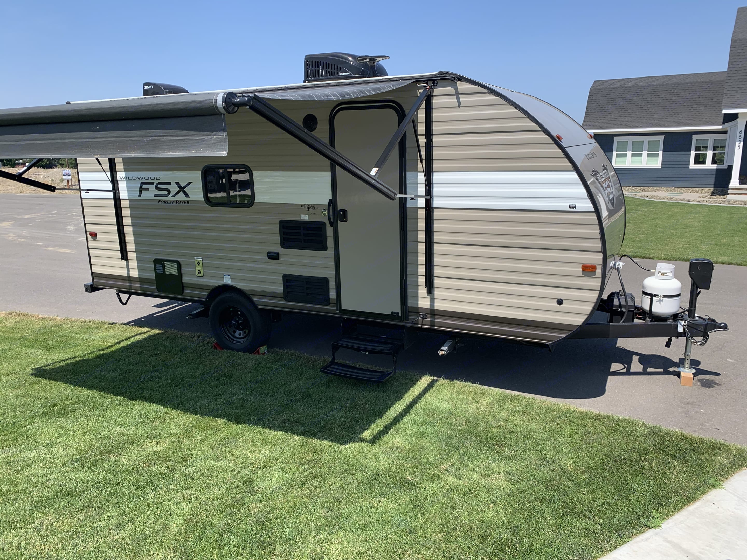 Electric awning. Forest River Wildwood 2019