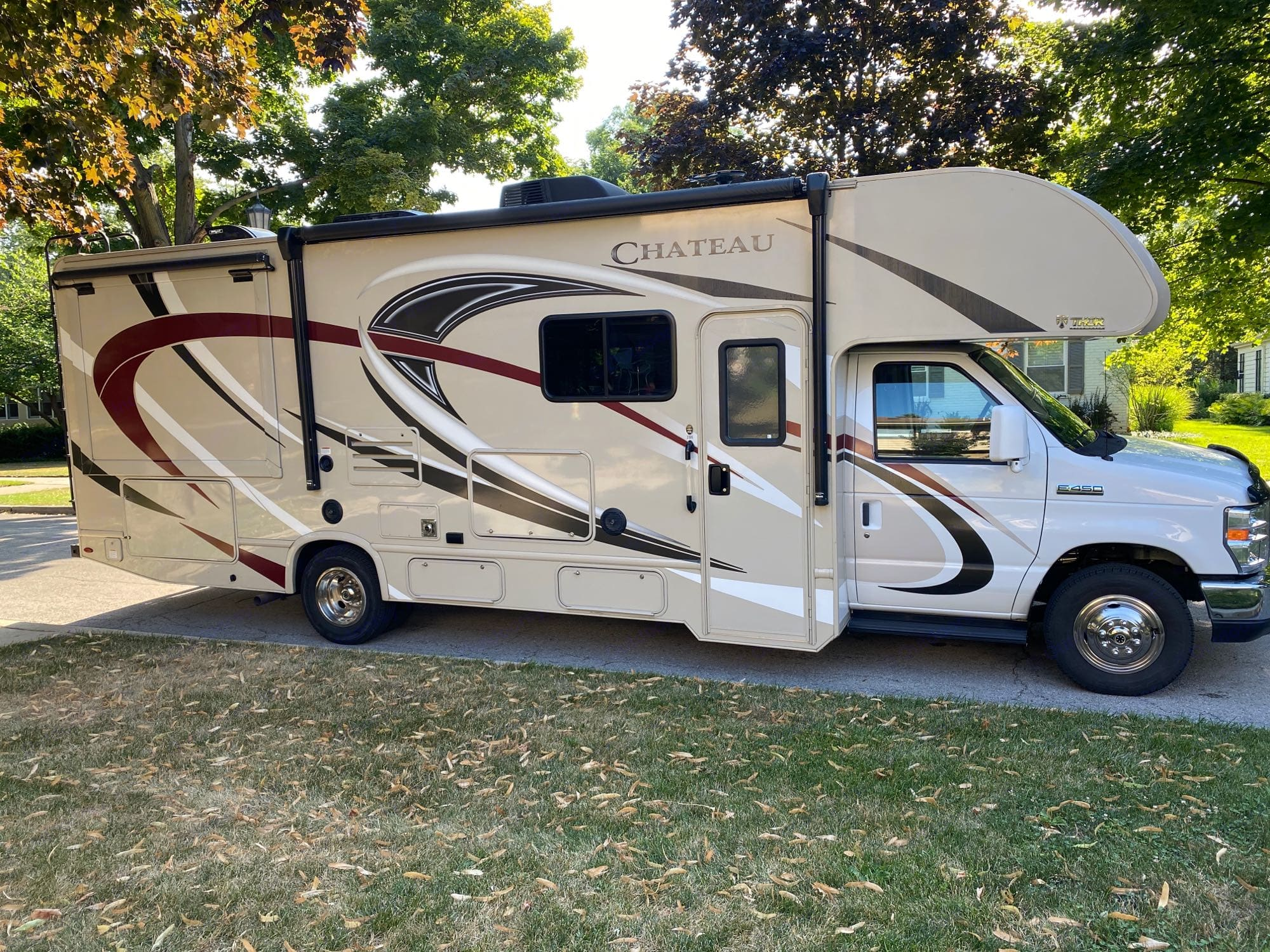 Baby Jane is 28 feet long and features 2 slide-outs for extra space.. Thor Motor Coach Chateau 2018