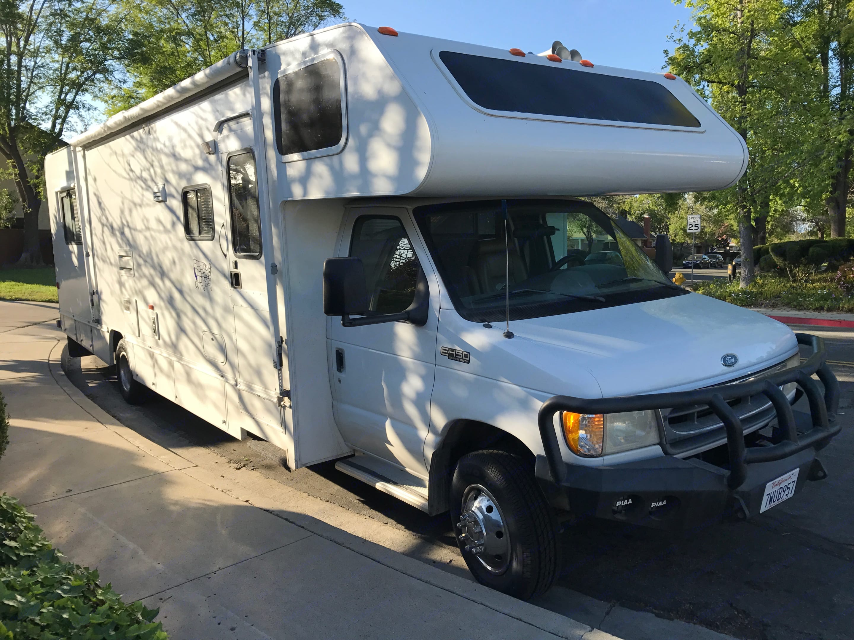 Take our trusted Winnebago Minnie Winnie to the mountains, desert, national parks, beaches, or right into your own back yard.. Winnebago Minnie Winnie 1999
