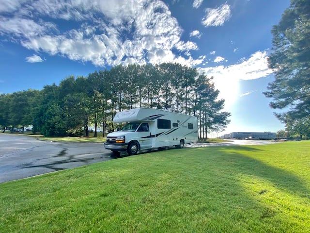 Nature comes alive when you Glam Camp. Chevrolet Freelander Coachmen 2020