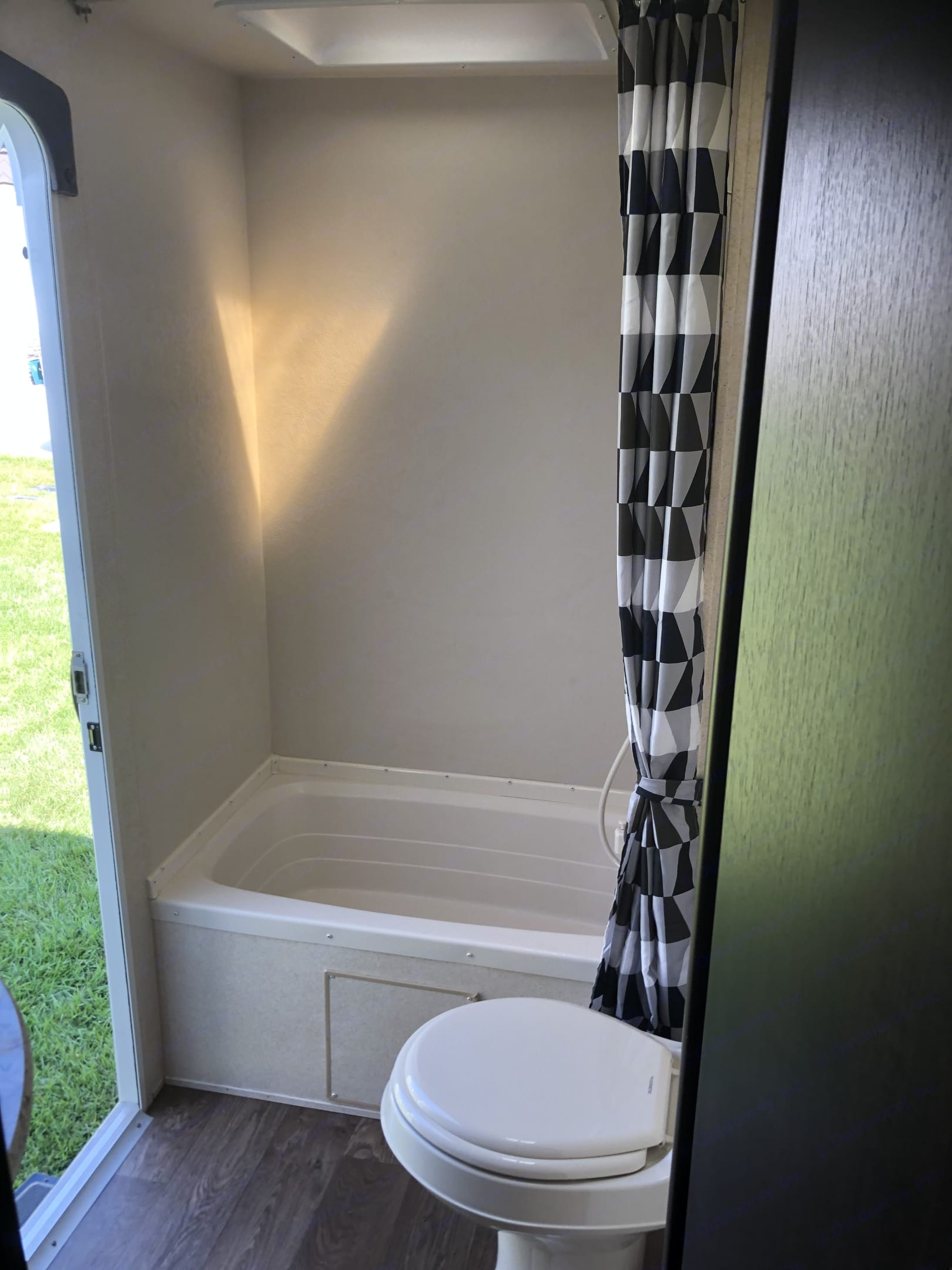 Shower- tub. Forest River Wildwood X-Lite 2018