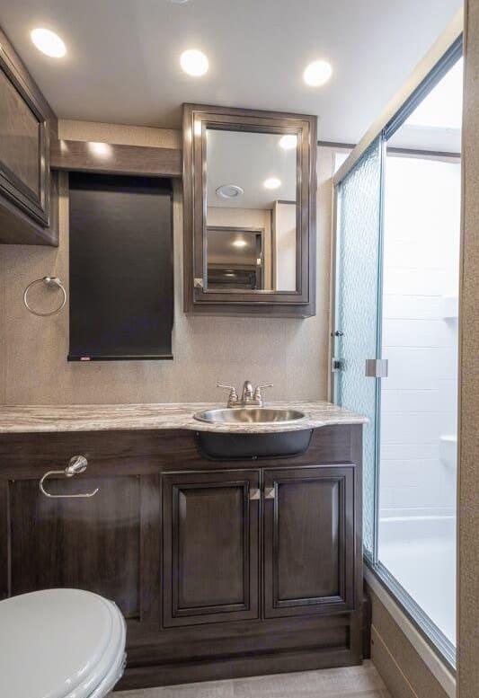 Large bathroom. Fleetwood Flair 2020